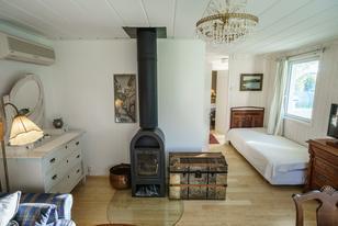 Himmelbungalow Wohnzimmer mit Kaminofen