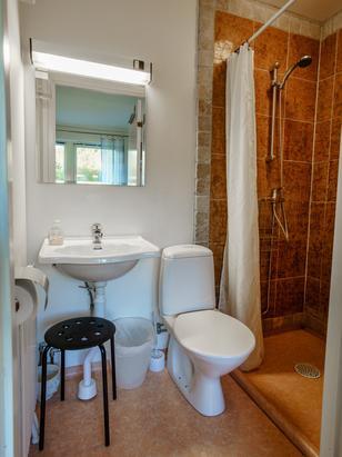 Badezimmer Apartment 9 & 10 mit Dusche und WC