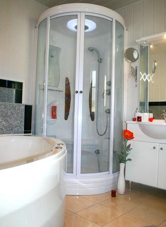Geräumiges Badezimmer in unseren Wellnesssuiten