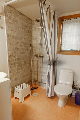 Seebungalow Badezimmer mit Dusche und WC