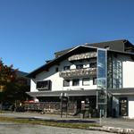 Das AlpArt Hotel in Götzens im Sommer
