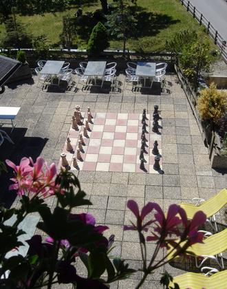 Unsere große Terrasse mit Riesenschach