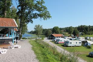 Seebungalow Aussicht zum See und auf den Campingplatz