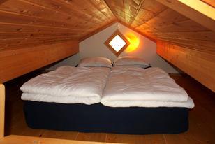 Seebungalow Schlafloft mit Matraze für zwei Personen
