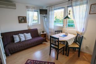 Serviceapartment Wohnzimmer mit Esstisch