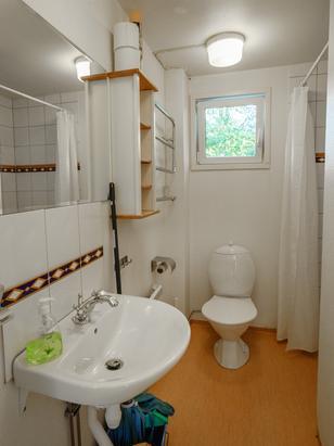 Himmelbungalow Badezimmer mit Dusche und WC