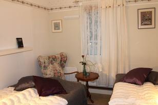 Rosenapartment Wohnbeispiel Schlafzimmer mit zwei Doppelbetten
